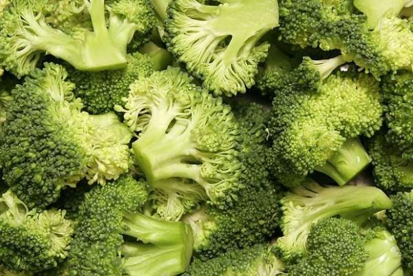 zayıflatan-brokoli-çorbası-yapımı